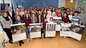 """Preisverleihung """"EuroVisions 2016"""" in der Staatskanzlei am 03.02.2017 Gruppenfoto mit Preisträgern und Jury"""