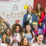 Heine-Abiturienten feiern ihre Mottowoche mit bunten Verkleidungen. Dabei müssen sie Regeln einhalten (Foto: Th.Gödde)