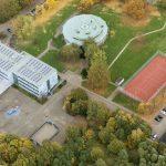 Das Heinrich-Heine-Gymnasium hat mehr Anmeldungen als erwartet und will nun eine Überhangklasse bilden. (Foto: Hans Blossey)